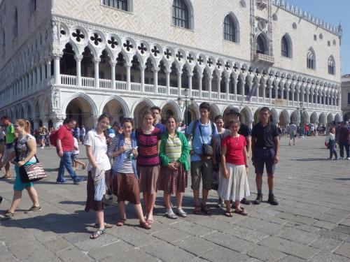 Sur la place Saint Marc à Venise (Equipe St François - Italie 2016)